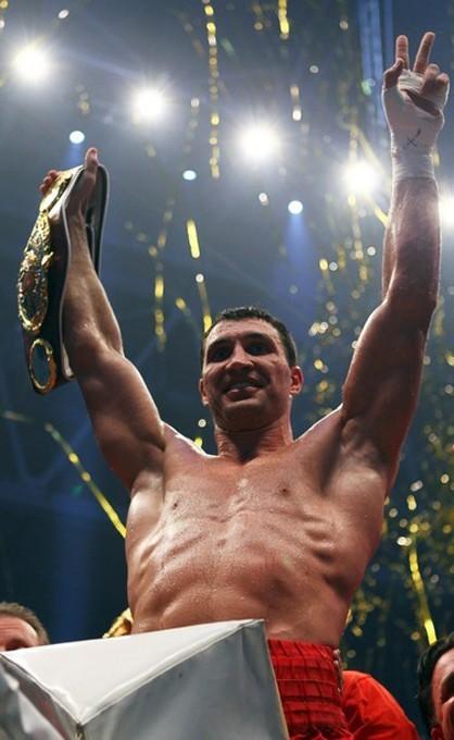 Владимир Кличко нокаутировал Эдди Чемберса в Esprit Arena, Дюссельдорф, Германия, 20 марта 2010 года.