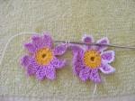 цветочки соединяем в процессе обвязки (не забываем, что пока обвязываем половину цветка)