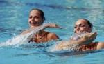 Иглика Големинова и Калина Йорданова (Iglika Goleminova and Kalina Yordanova) из Болгарии. Выступление пар на чемпионате Европы по синхронному плаванию в Будапете, 5 августа 2010 года.