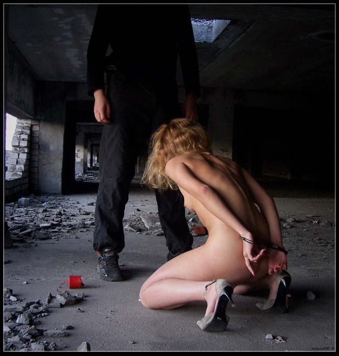 Бдсм фото девушка на коленях