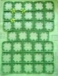 Квадратики сшить. По форме сумки выкроить два подклада (наружный и внутренний). Вышить цветы.