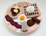 Красивые вязаные продукты питания которые отличаются своей схожестью с...