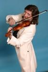 Вардан Маркос исполнил классику в современной аранжировке.
