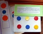 Продолжи рисунок. А на квадратном планшете - можно организовать игру на развитие логики - какого цвета крышки не хватает - найди.