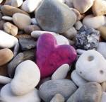 знаешь, пингвины в знак любви на всю жизнь приносят друг другу самый красивый камушек, и я тебе подарю)