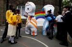 Олимпийские талисманы для игр в Лондоне 2012 года представили для средств массовой информации в школе Лондона, 19 мая 2010 года.