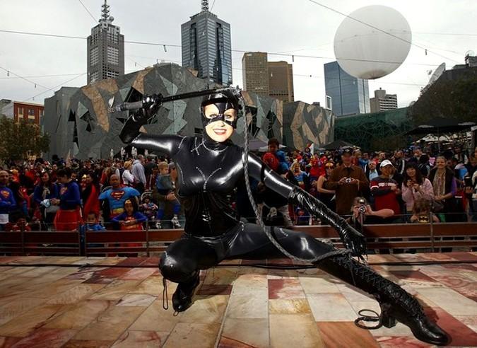 Супергерои на площади Федерации в Мельбурне, Австралия, 29 мая 2010 года.