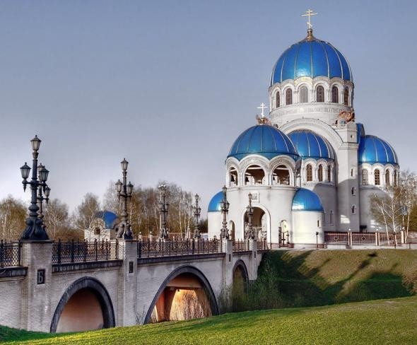 Крестили в отдельном помещении в Храме Троицы Живоначальной.  Стоимость - 5000 рублей.  Каширское шоссе, 61а.