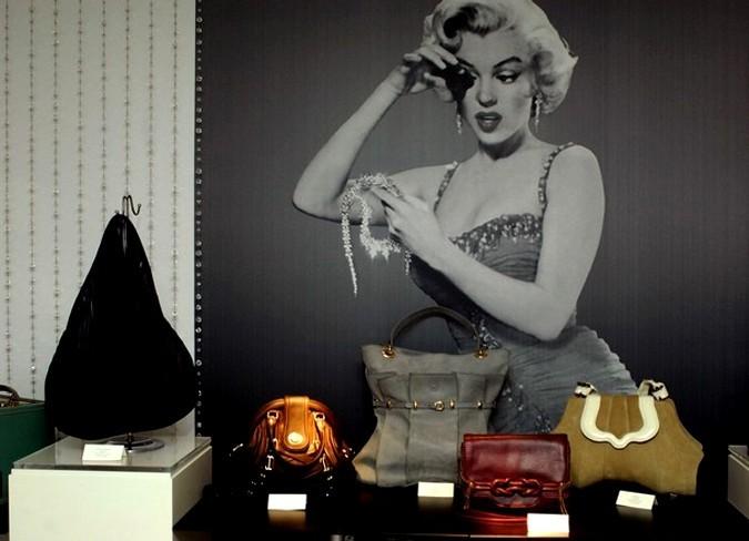 Лучшие сумочки на 4-ом ежегодном конкурсе дизайна (4th Annual Independent Handbag Design Awards),пресс-показ на Swarovski CRYSTALLIZED Concept Store в Нью-Йорке, 9 июня 2010 года.