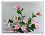Простенькие цветочки из ткани в технике канзаши (kanzashi, хана канзаши - это длинная шпилька для традиционной...