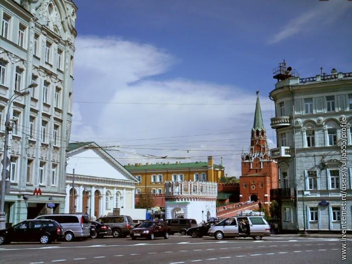 Вид на Манеж, Кутафью и Троицкую башни Кремля с пр. Калинина