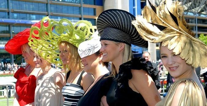 Королевские скачки в Аскоте - идеальный повод для того, чтобы прикупить себе самую необычную шляпку...