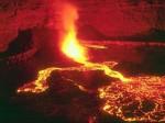Победителем в рейтинге стал действующий вулкан Килауэ, который расположен на Гавайях. Здесь туристы могут увидеть застывшую лаву и походить по лунным ландшафтам. Все фото с сайта ochevidec.net