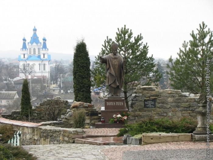 Памятник Папе ! Первый на Украине !