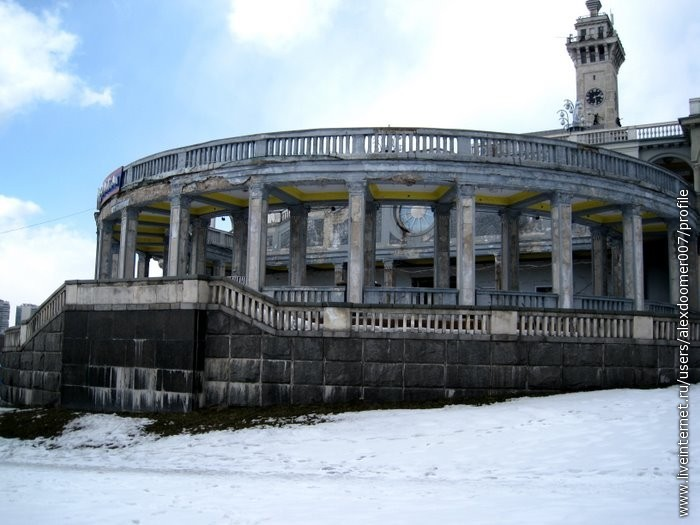 6. Снаружи - красота колоннады...