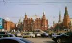 Исторический музей, Воскресе?нские воро?та Китай-города (Иверские ворота) — сооружение между зданием Городской думы и Историческим музеем. Правее - мавзолей, Никольская и Арсенальная башни.