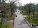 Александровский сад сквозь бойницы моста. Купола ХХС справа.