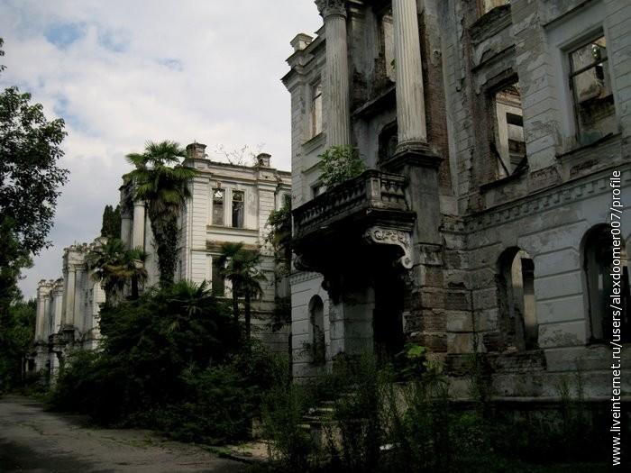 1.Первый дворец, который мы увидели - белый