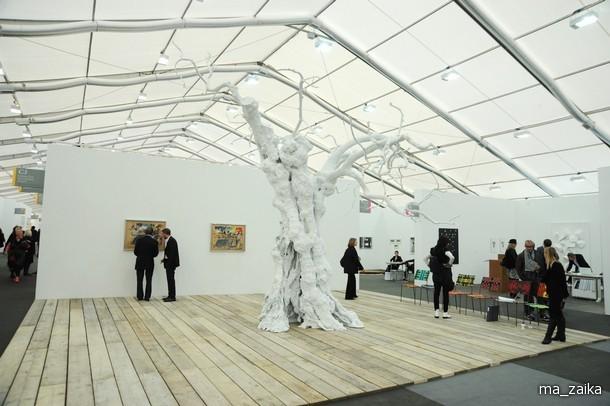 Frieze Art Fair в парке Regent's 14 октября 2009 года в Лондоне, Англия.