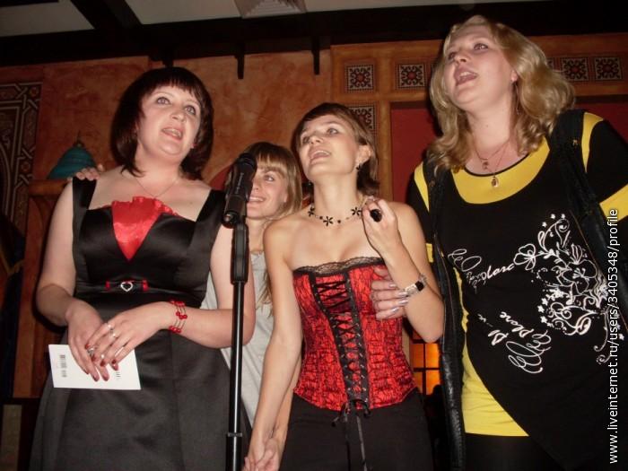 """Питерские девчокни исполняют песню """"Верные"""" Мы будем рядышком всегда и не исчезнем никогда,  Мы с тобою не на миг – на долгие года.  Плечо подставим в трудный час, ведь жить без этого нельзя –   Потому что верные, верные, верные друзья!"""