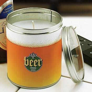 Стилизованная под пиво свеча.