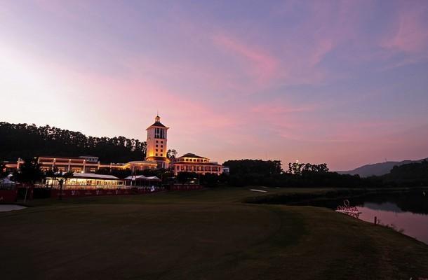 Поле для гольфа в Шэньчжэнь, Китай