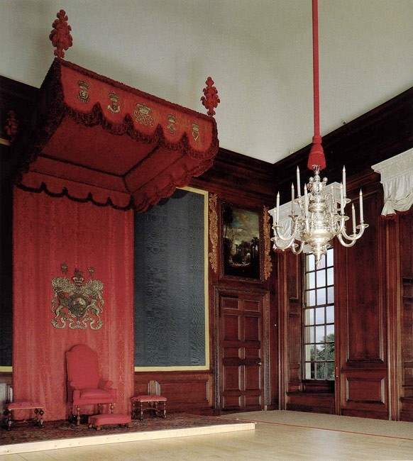 Дворец Хэмптон-Корт 70976