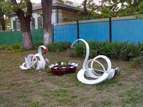 Отличный способ украсить двор или детскую площадку.