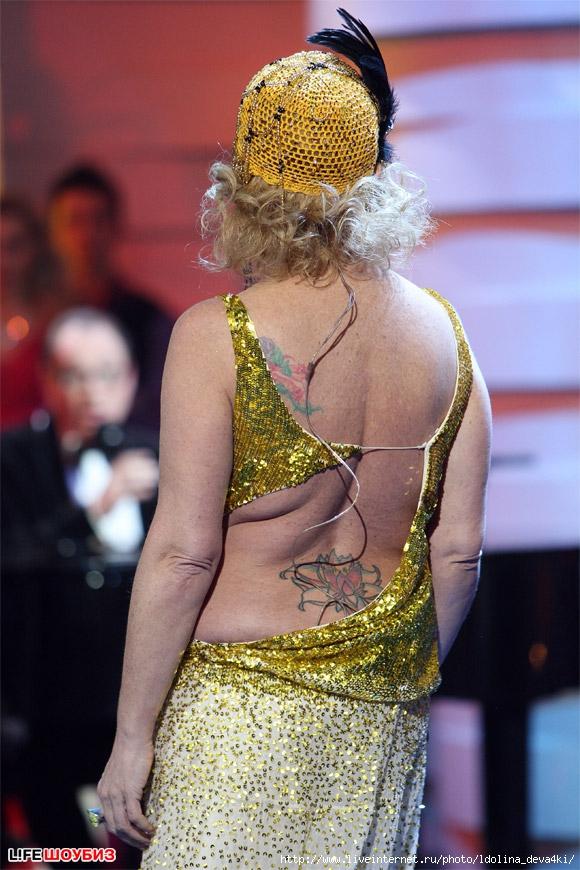 30 самых жутких нарядов Ларисы Долиной (фото)