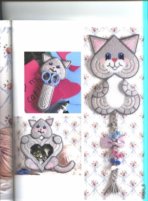 Котики. Вышивка на пластиковой