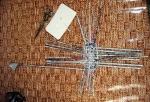 Рабочий прутик удлинняю по мере необходимости. По кругу плету до тех пор, пока не получу размер дна моего изделия.