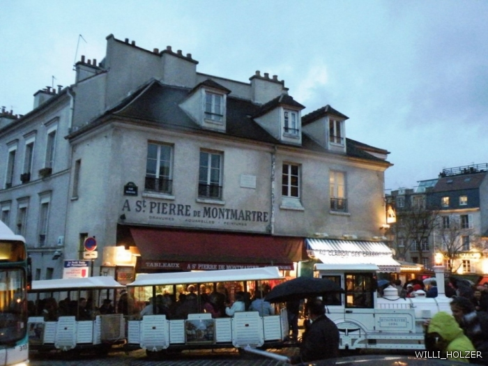 Монмартр — название 130-метрового холма на севере Парижа