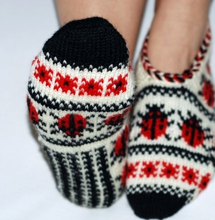 ladybugs knitting patterns: knitting slippers and socks