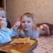 Поедание блинов на Масленницу