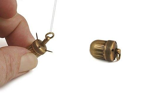 Считается, что этот инструмент использовался, чтобы перевернуть ребенка в матке. Принцип в том, что похожее на желудь устройство вставляется глубоко в рот ребенка. Ребенок глотает его. После некоторого времени устройство опускается в живот. Затем шнур тян
