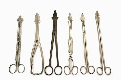 Перфораторы  Существовали сотни видов перфораторов. Они использовались для вонзания в голову ребенка, что приводило к её дроблению.
