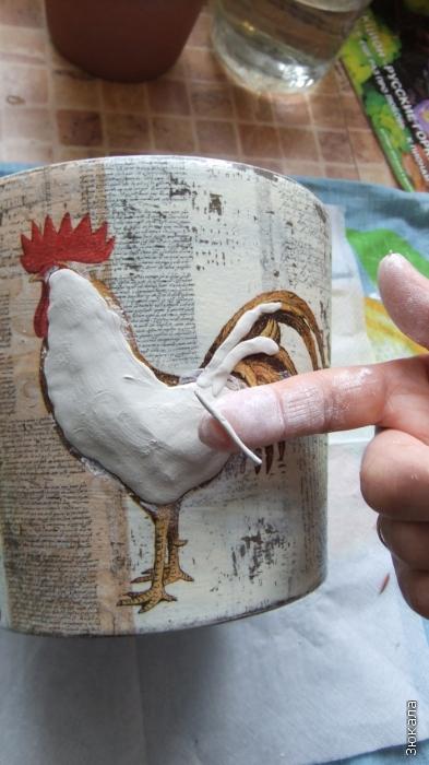 Катаем колбаски, делаем хвостик, разглаживаем влажной кистью или пальчиками.