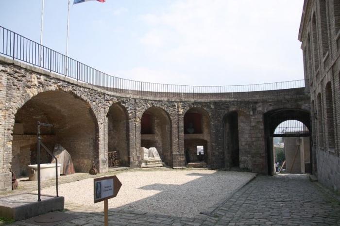 Двор бастиона
