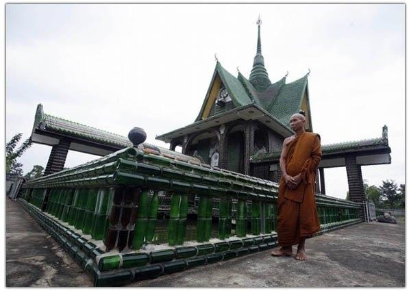 монастыри даже строят