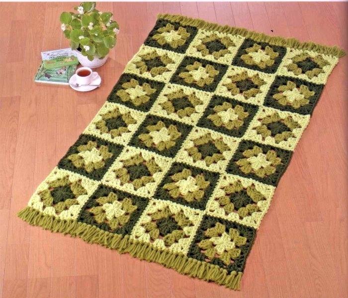 Модель вязаного крючком коврика из разноцветных квадратных мотивов. вязаный коврик 0002, схема вязания.