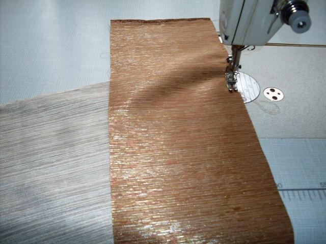 сложить хвостик и дотачку(полоску) изнанка к изнанке и так чтобы сам хвостик лежал снизу , а полоса притачная сверху и стачать по краю на расстоянии от края 2мм
