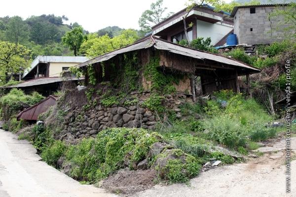 Вот такой древний домик.