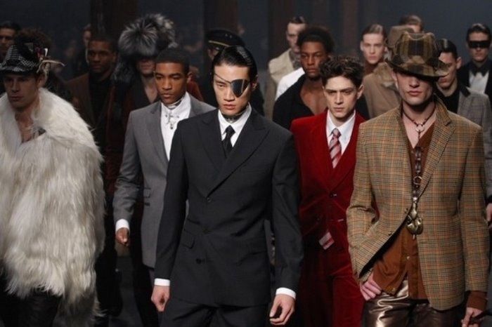 s collections during Paris Fashion Week January 23, 2009. REUTERS / Benoit Tessier (FRANCE)