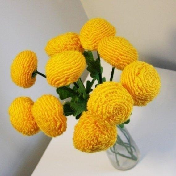 для любительниц вязания - вязаный цветы (даже мне понравились)))