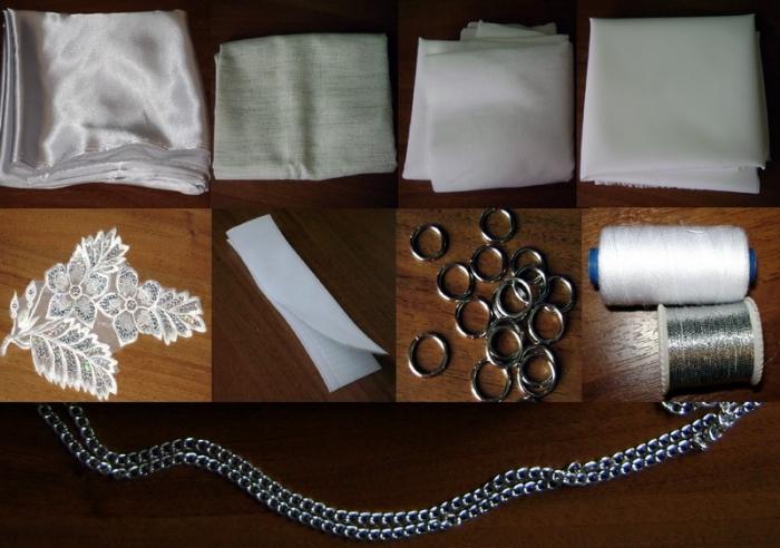 Бело-серебристый атлас (минимум 70х90 см) Клеевая ткань (дублерин, бортовка) (~100х150 см) Подкладка (~40х70 см) Липучка (5х5 см) Нашивка Металлические кольца (2 шт.) Белые нитки Серебряные нитки Цепь (~110 см)