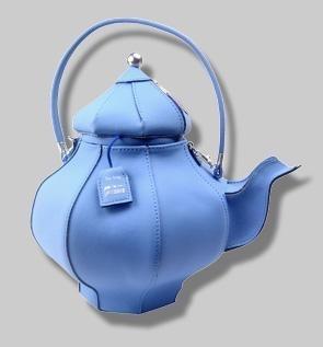Женская сумка может быть любой формы.