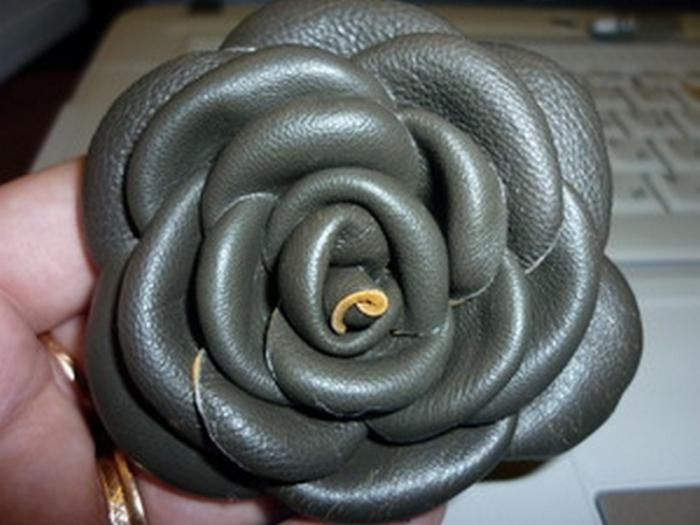 Делаем розы из старой кожи.МК.
