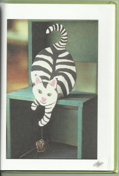Кошка с клубком шерсти