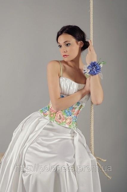 Вечернее платье в украинском стиле.