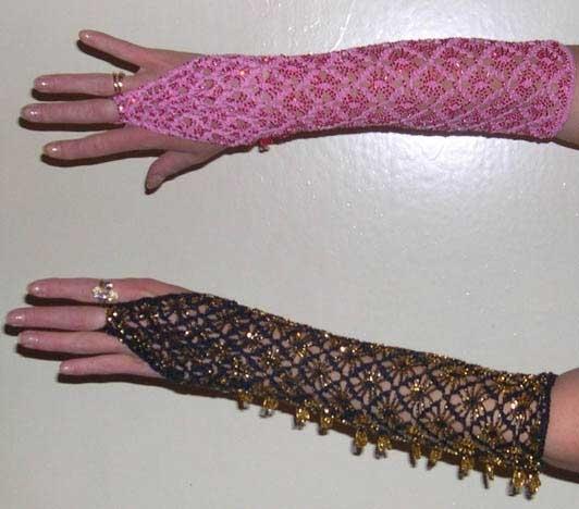 В основном, конечно, вязание бисером.  Вот такие перчатки.